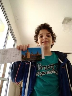 Alunos do 5º ano escrevem cartões postais para amigos e familiares; Confira as fotos