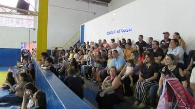 """Colégio Metodista celebra """"120 anos em família"""" e homenageia pais em festividade"""