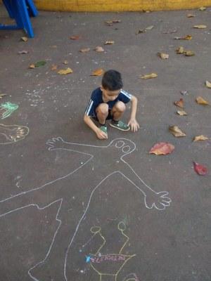 Com desenhos, turma do Integral faz mapeamento do corpo humano