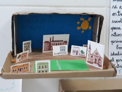 Em aula prática, 5º ano B reproduz modelos de vilas operárias
