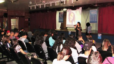 Em dia de música e animação, Sistema de Ensino pH é apresentado a alunos