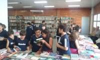 Feira de Livros reúne alunos e famílias na Semana da Biblioteca