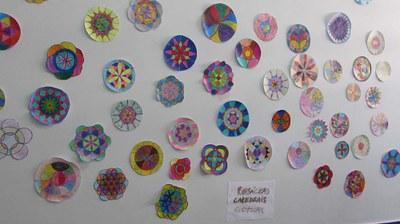 Rosáceas são feitas por alunos dos 7ºs anos em aula de Artes
